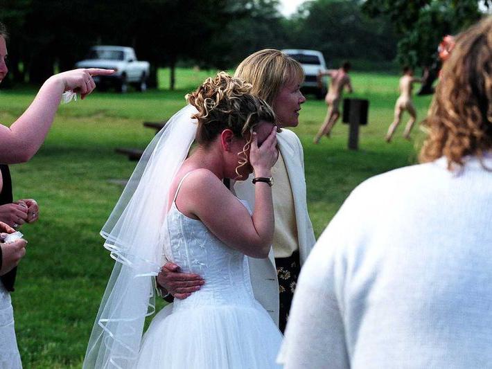 Русское совратила подругу в канун свадьбы видео лохматых кисок